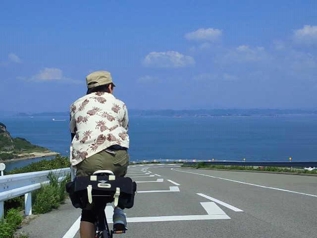 アロハシャツ着てサイクリング